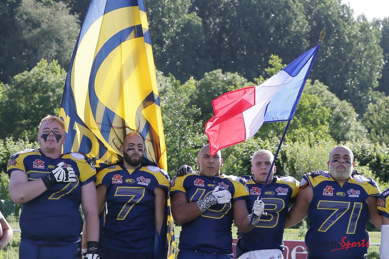 Les Spartiates chantent la Marseillaise lors de la finale D2